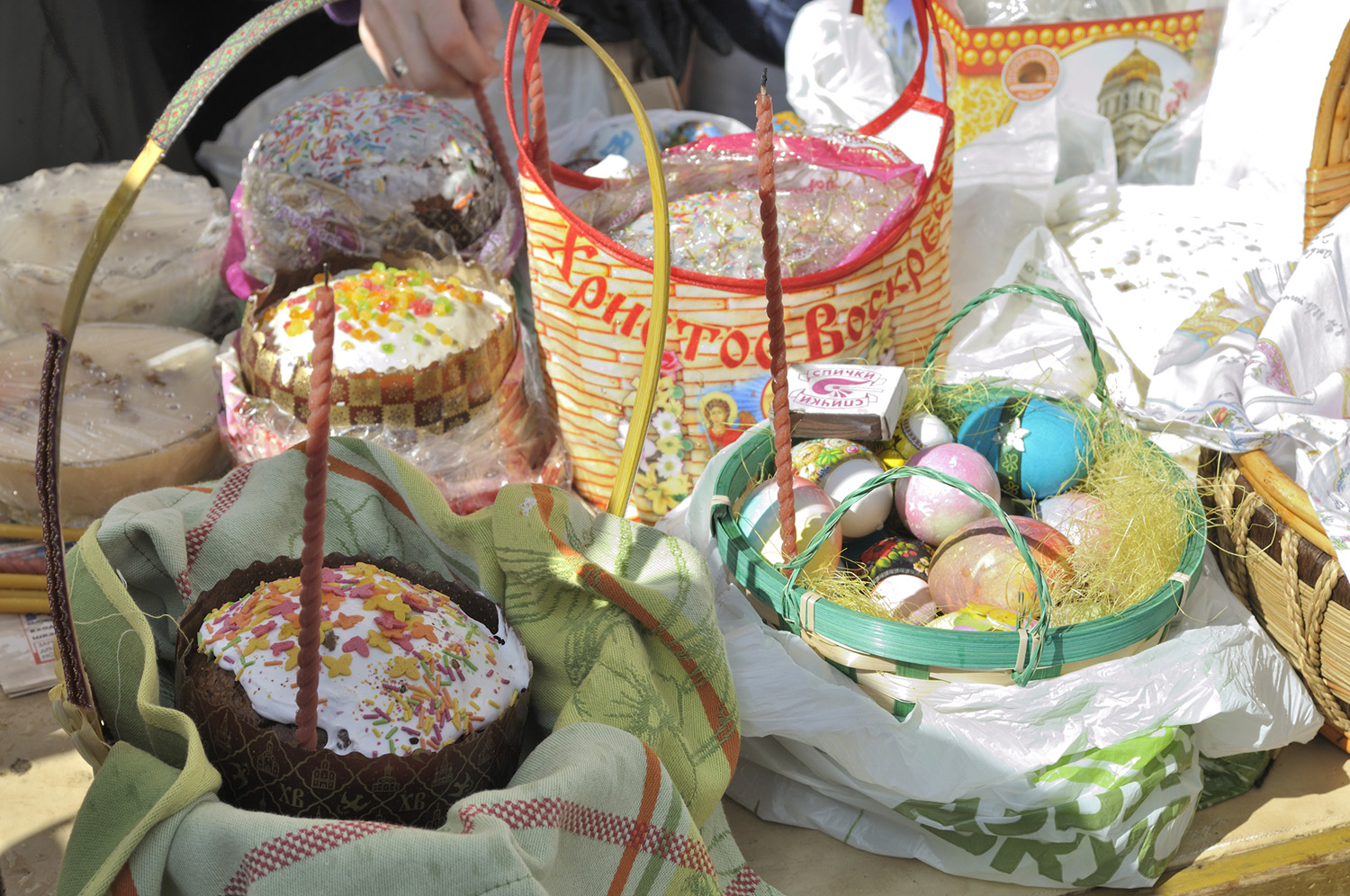 Middle-Land-Easter-Food